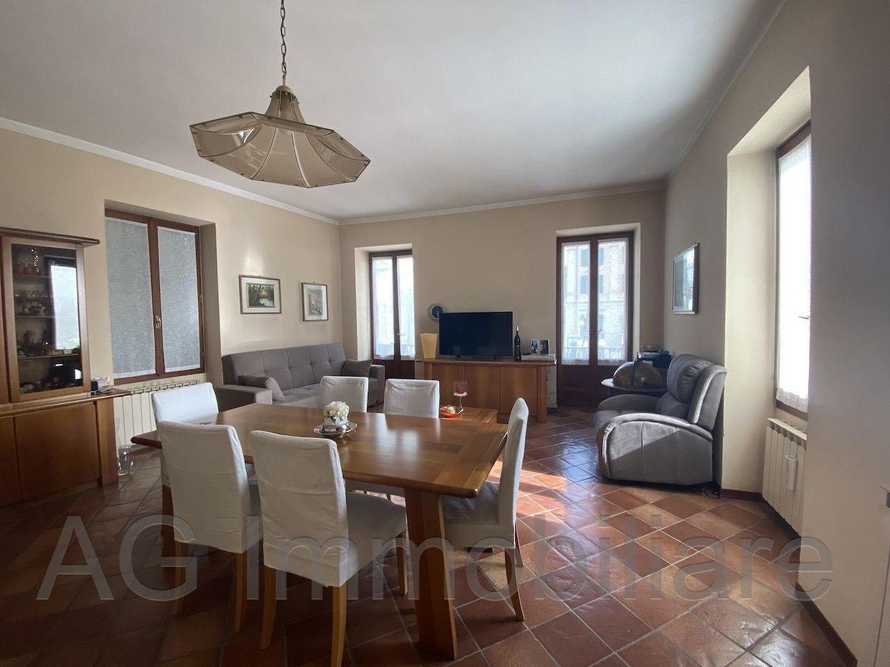 verbania-intra-appartamento-vista-lago-centro-balcone-47484b.jpg