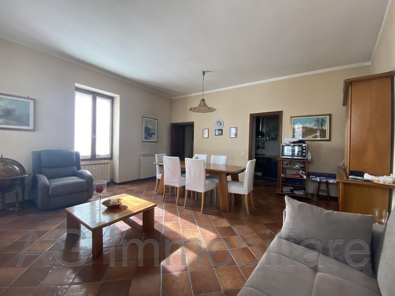 verbania-intra-appartamento-vista-lago-centro-balcone-47485b.jpg