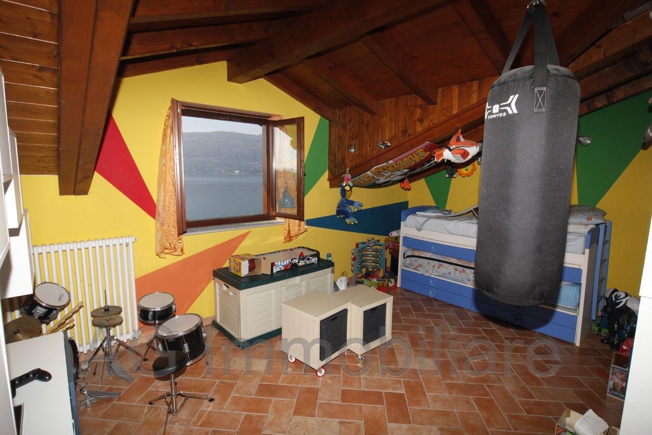 verbania-suna-casa-indipendente-vista-lago-2-camere-giardino-garage-36415b.jpg