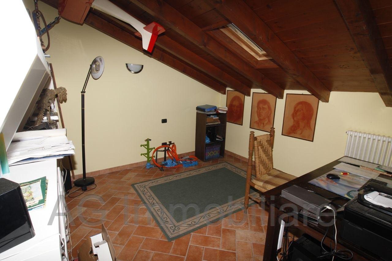 verbania-suna-casa-indipendente-vista-lago-2-camere-giardino-garage-36416b.jpg