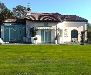 Bogogno Golf Club beautiful villa with park Ref: 156