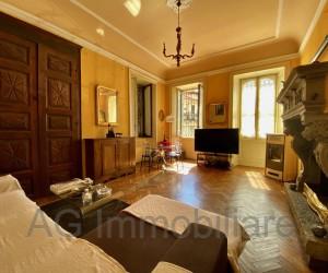 Verbania splendida villa d'epoca con giardino privato a pochi passi dal Lago - Rif: 020