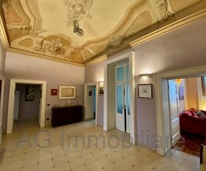 Verbania Intra semi-central three/four-bedroom apartment in period villa – Ref:210